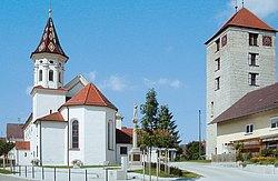 Ortsmitte um St.-Jakobus-Major-Kirche und Römerturm
